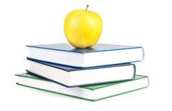 Livros e maçã Imagens de Stock
