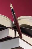 Livros e pena de fonte Imagem de Stock Royalty Free