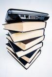Livros e portátil Fotografia de Stock Royalty Free
