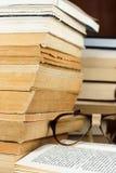 Livros e vidros Imagem de Stock