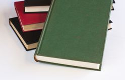 Livros empilhados com branco fotos de stock royalty free