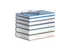 Livros isolados no branco Fotos de Stock