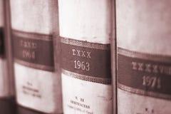 Livros legais velhos dos advogados imagem de stock