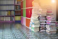 Livros na biblioteca Fotos de Stock