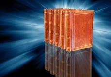 Livros na obscuridade - fundo azul Imagem de Stock
