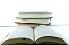 Livros na tabela Imagens de Stock Royalty Free