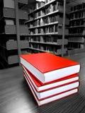 Livros na tabela na biblioteca Fotografia de Stock Royalty Free