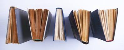 Livros no fundo branco imagens de stock