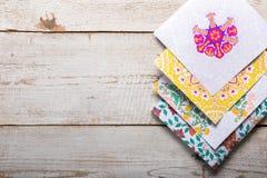 Livros para colorir adultos, tendência nova do alívio de esforço Imagem de Stock