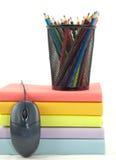 Livros, rato, e lápis fotografia de stock royalty free