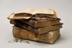 Livros religiosos velhos Fotos de Stock