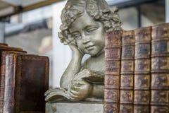 Livros velhos angélicos fotografia de stock royalty free