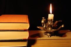 Livros velhos com castiçal Fotografia de Stock Royalty Free