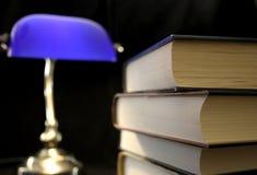 Livros velhos com luz Imagens de Stock Royalty Free