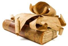 Livros velhos e rolo de papel Foto de Stock