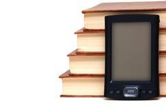 Livros velhos e tecnologia nova imagens de stock royalty free