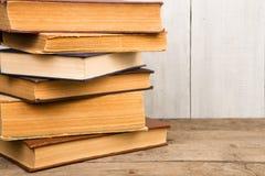 Livros velhos e usados do livro encadernado ou livros de texto Imagens de Stock Royalty Free