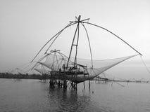 Livsföring som fångar fisken på Pak Pra, Phatthalung, Thailand Royaltyfri Fotografi