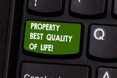Livskvalitet för egenskap för handskrifttexthandstil bästa Begrepp som betyder inhandla ditt eget huslägenhetutrymme royaltyfri fotografi