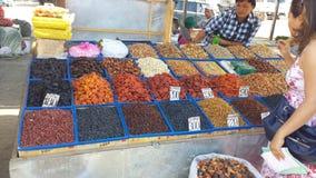 Livsmedelsbutikmarknad i Kirgizistan Arkivfoto