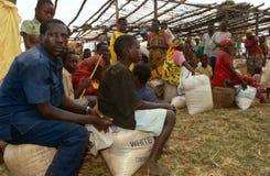 Livsmedelsstöd i Burundi. arkivbild