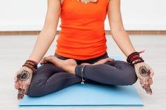 Livsstil, meditation och yogabegrepp Royaltyfria Foton