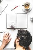 Livsstil tröttad åtlöje för bästa sikt för affärsman upp arkivfoton