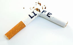 livstid förkortar rökning arkivbild