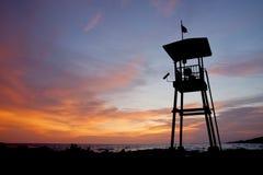 Livstidsguard som förlägga i barack på solnedgången Fotografering för Bildbyråer