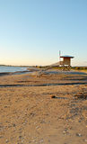 Livvakthus på stranden Arkivfoto