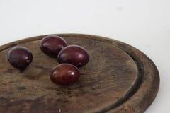 Śliwki na stole Zdjęcie Royalty Free