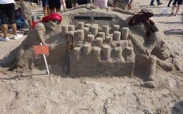 Lixe a escultura na praia de Coney Island durante a 27a areia anual de Coney Island que esculpe a competição Fotografia de Stock