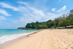 Lixe a praia idillic na ilha de Phuket em Tailândia Fotografia de Stock
