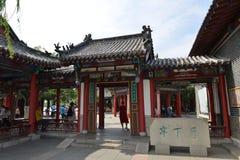 Lixia paviljong i Daming Lake i Jinan royaltyfri foto