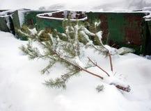 Lixo da descarga da árvore do ano novo Imagens de Stock Royalty Free
