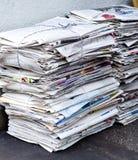 Lixo do jornal velho para recicl, foto de stock royalty free