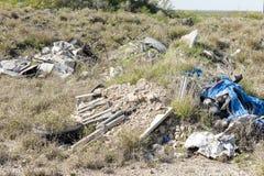 Lixo e lixo que poluem o ambiente fotografia de stock royalty free