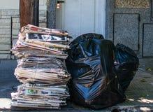 Lixo na rua Imagens de Stock