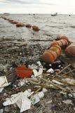 Lixo no baech Imagens de Stock