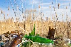 Lixo no prado Imagem de Stock