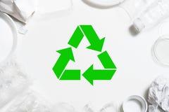 Lixo que recicla o plástico da proteção ambiental foto de stock royalty free