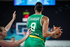 Liz Cambage under basketmatchen ARGENTINA vs AUSTRALIEN arkivbild