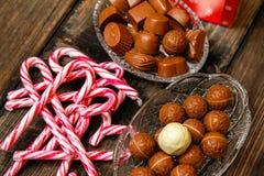 Lizaki i czekoladowi cukierki zdjęcia stock
