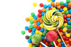 Lizaki i kolorowi cukierki na białym tle obraz royalty free