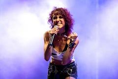 Lizzies żeńskiego hard rock muzyczny zespół wykonuje w koncercie przy ściąganie ciężkiego metalu festiwalem muzyki zdjęcia stock