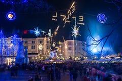 Ljubljana adornada por días de fiesta de los Años Nuevos, panorama Foto de archivo libre de regalías
