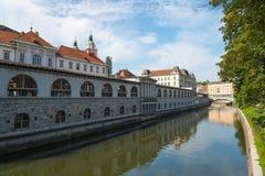 Ljubljana de stad in en de rivier Ljubljanica Stock Fotografie