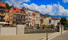 LJUBLJANA, ESLOVÊNIA - 28 DE JUNHO DE 2014: Terraplenagem velha da cidade em Lju foto de stock royalty free
