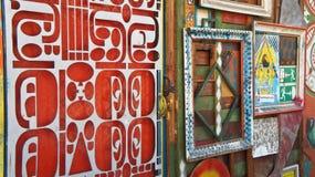 Ljubljana, Eslovênia - 07/19/2015 - peça da parede da arte em Metelkova, distrito artístico com construções coloridas, graffitti, fotos de stock