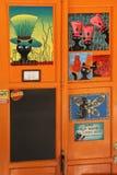 LJUBLJANA, ESLOVENIA - 28 DE JULIO DE 2017: Puerta decorativa a la barra Fotos de archivo libres de regalías